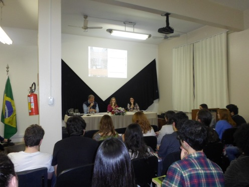 Prof. Enrique Padrós, Clarissa Sommer (mediadora) e Prof. Glaucia Konrad.
